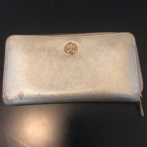 Tory Burch Robinson Wallet in Gold